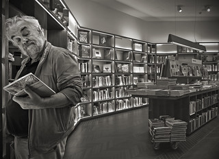 CURIOSITY: wondering and wandering in the bookshop (yes, still in business , Milan Rizzoli bookshop)