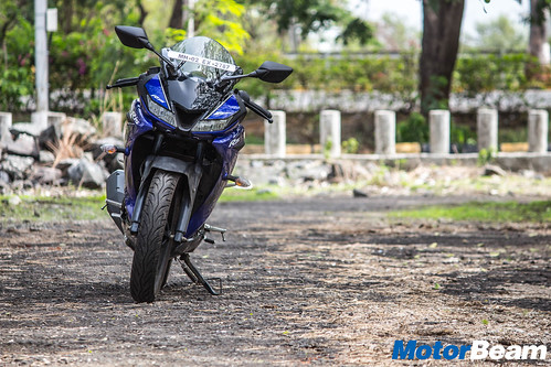 2018-Yamaha-R15-V3-14