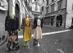 Yellow (albireo 2006) Tags: rome roma italy italia clothes blackwhitephotos blackandwhite blackandwhitephotos blackwhite bw bn