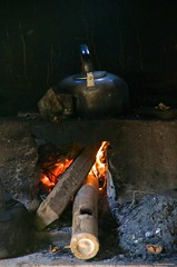 IMGP4244 Tea Time at Goa Gajah (Claudio e Lucia Images around the world) Tags: goagajah temple indu indutemple ubud bali indonesia insonesia religion asia sacredplace holyplace pentax shot k30 pentaxk30 pentax18135 fire boilingwater tea teatime