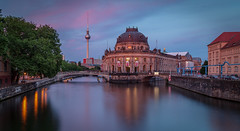Bode museum in Berlin with magical light at sunset (Iñigo Escalante) Tags: europe berlin museum bode island night sunset long exposure citylights river edificio árbol cielo puente río agua alemania arquitectura ciudad city spree luces anochecer noche reflejo larga exposicion