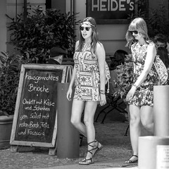 back to san francisco (every pixel counts) Tags: 2018 berlin street city eu prenzlauerberg capital people everypixelcounts blackandwhite café woman cobblestones sign blackwhite berlinalive europa germany bw day sunglasses