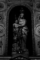 12 - Paris - Notre-Dame des Blancs-Manteaux - Vierge à l'Enfant (melina1965) Tags: 2018 mai may panasonic lumix dmctz57 îledefrance paris 4èmearrondissement 75004 église églises church churches noiretblanc blackandwhite bw sculpture sculptures statue statues