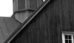 IMG_0167 (www.ilkkajukarainen.fi) Tags: fagevik suomi finland finlande happy life visit travel traveling 2018 summer kesä uusimaa eu europa scandinavia museum stuff maaseutu kirkko church monochrome blackandwhite mustavalkoinen ikkuna window wood building puu rakennus