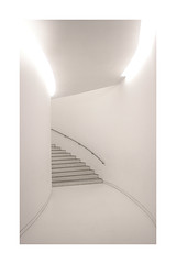 white entrance (Fotoristin - blick.kontakt) Tags: architecture museum stairs white light lines curves