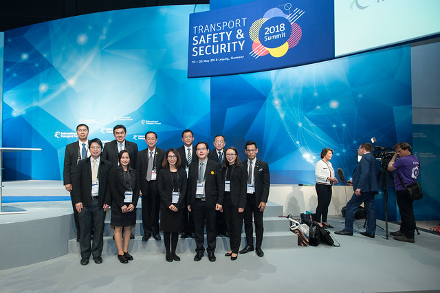 Arkhom Termpittayapaisith and the Thai delegation pose for a photo after the plenary