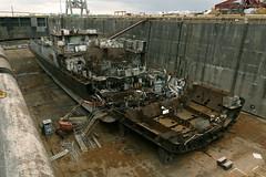 P1320620vf (oliv86) Tags: urbex croiseur france démantelement lost ship acier pelle bateau casse feraille pelleteuse
