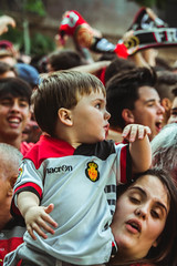 _MG_1122 (sergiopenalvagonzalez) Tags: rcdmallorca futbol football ball people ambiente palma palmademallorca aficion pasion rojo negro ib3 diariodemallorca sergiopenalvagonzalez sergiopenalvag gente emocion nervios ascenso alegria