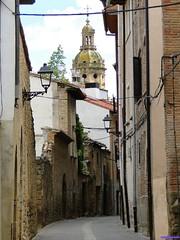 Puente la Reina (santiagolopezpastor) Tags: espagne españa spain navarra puentelarreina medieval middleages calle street caminodesantiago iglesia tower torre church