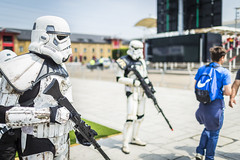 20180603_F0001: Battle hardened stormtroopers herding sheep (wfxue) Tags: starwars scifi empire firstorder soldier stormtrooper white armour armor helmet soldiers blasters guns fictional character group people mcmcomiccon londoncomiccon cosplay costume event
