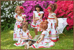 Kindergartenkinder ... (Kindergartenkinder 2018) Tags: ilina himstedt annette kindra sanrike annemoni tivi kindergartenkinder azaleen essen grugapark gruga garten gras blume personen