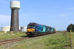 DRS 68034+68016 @ Dungeness (Sicco Dierdorp) Tags: drs direct rail services class68 nuke nucleair dungeness power station nuclear waste sellafield branch watertoren watertower kent flask