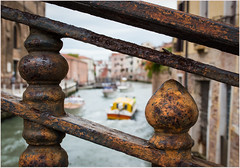 Magical Venice (kurtwolf303) Tags: 2018 italien stadt venedig italy venice venezia water boats boote wasser canale kanal city geländer rust rost railing nikond5500 nikon dslr rio schmiedeeisen wroughtiron italia urban kurtwolf303