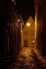 In Narrow Streets (picsessionphotoarts) Tags: 50mm afsnikkor50mmf14g festbrennweite bayern bavaria deutschland germany franken franconia rothenburgobdertauber nikon nikonphotography nikonfotografie nikond750 rothenburgodtauber historisch altstadt gasse narrowstreets historical