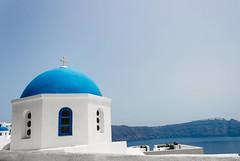 Santorinini... (Yaoluca) Tags: white santorini church sea life small blu canon canon1300d holiday travel greece