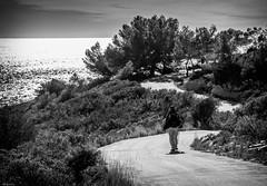 the quiet man (dedic. to Manuel P.) (*BegoñaCL) Tags: hombre horizonte carretera zigzag mar mediterráneo blancoynegro begoñacl