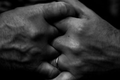 IMG_9454 (daniel.nazario98) Tags: wedding ring weddingring black white blackandwhite preto e branco pretoebranco pb bw wb grey greytones hands canon canon1300d bwphotography