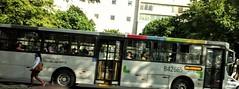 para onde você vai? (luyunes) Tags: ônibus pontodeônibus cenaderua fotografiaderua fotoderua mobilephotographie mobilephoto luciayunes streetscene streetphotography streetphoto streetlife lifestreet motozplay bus busstop