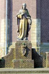 DSC_5800 Christus Skulptur an der Gertrudiskerk / St. Gertrudkirche in  Beesel. (stadt + land) Tags: christus skulptur gertrudiskerk gertrudkirche beesel niederlande roemond hansestadt hanse neuehanse fluss maas rur grenze deutschland einkauf outlet grenzstadt
