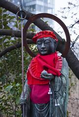 上野、東京、日本 — Ueno, Tōkyō, Japan (Tiphaine Rolland) Tags: 東京 日本 tokyo tōkyō japan japon spring printemps 春 ueno 上野 statue sculpture red rouge 赤い