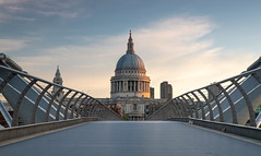London: The Millenium Bridge View to St. Pauls Cathedral (Myanoli) Tags: london millenium bridge brücke morgen morning city stadt england canon sky himmel st paul cathedral