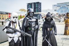20180602_F0001: Chewbacca scouting out the Empire baddies (wfxue) Tags: starwars scifi empire soldier stormtrooper white armour armor helmet soldiers blasters guns fictional character group people mcmcomiccon londoncomiccon cosplay costume event firstorder darthvader kyloren chewbacca