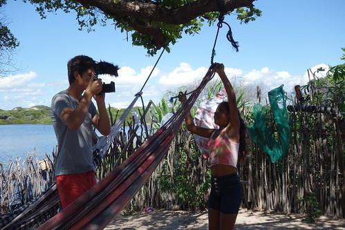 Guillaume en plein tournage de l'apprentissage du noeud de hamac !