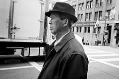 Chinatown, San Francisco (Dave Glass . foto) Tags: sanfrancisco chinatown chinatownsf chinatownsanfrancisco stocktonstreet manwearinghat kodaktmax400 filmphotography 35mmfilm 35mm konicawide28 streetphotography street chinhair