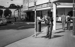 The Search For Oscar The Grouch (Zesk MF) Tags: frei free oscar garbage mülltonne sesamstrase wohlstand street people poor pfand deposit man bw black white zesk mono hand pocket cap money