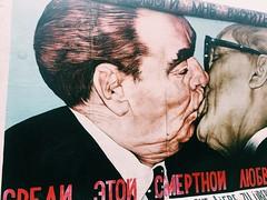 (maycambiasso98) Tags: vrubel besofraternal breznev honecker alemania germany socialist berliner berlinwall wall walk draw arte art beso kiss painting paint gallery eastgallery east murodeberlin berlin muro
