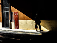 Walking into the dark (Maikerufotos) Tags: street calle art callejera photography photo fotografia walking gente luces sombras composicion colores colors andando paseo instaphotography life streetstyle city photographer urban alcoy spain way