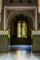 VENTANA PARA DOS (bacasr) Tags: azulejos sevilla arquitectura window arcos archs ventana palacio spain palace realalcazar antiguo architecture puertagate tiles españa ancient