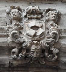 Astorga (León-España). Catedral. Fachada. Puerta secundaria. Escudo (santi abella) Tags: astorga león castillayleón españa catedraldeastorga heráldica escudos
