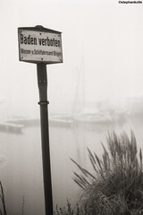 4508-AA002A-1ji (kleiner nacktmull) Tags: black white bw weiss weis schwarz schwarzweiss blanco negro wasser water schild sign wiesbaden hessen hesse schierstein hafen harbor harbour flickr foto photo manual manuell m42 praktica zenitarm zenitar 2018 35mm 50mm russisch lens objektiv stadt city rhein main river flus fluss germany deutschland gray grey grau monochrome monochrom kamera camera blancoynegro kleinernacktmull nacktmull stephankolle stephan kolle nature natur rheinmaingebiet landschaft landscape capital hauptstadt adoxatomal adox atomal blackandwhite prakticamtl5b wasserundschifffahrtsamt bingen badenverboten verboten baden kmz