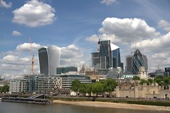 London : Beyond the river, the City... (chriskatsie) Tags: londres riviere cité buildings immeubles architecture glass ciel sky nuage cloud gherkin concombre tour tower
