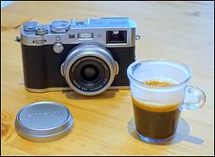 Buenas tradiciones... (mike828 - Miguel Duran) Tags: camara camera fuji x100f taza cafe coffee cup sony rx100 m4 mk4 iv tabletop