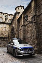 Mercedes de la Policía Municipal de Bilbao (Luismail_g_p) Tags: bilbao basquecountry mercedes vehicle police urbanexplorer urban