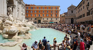 You are never alone at the Trevi Fountain