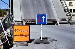 < bridge > (Mister.Marken) Tags: construction sign bridge södertälje nikonf4 fujifilmfujicolorc200 nikonafnikkor 50mmf14 madeinsweden