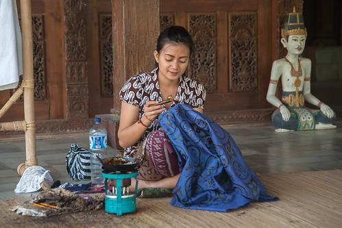 Producing Balinese batik handicraft