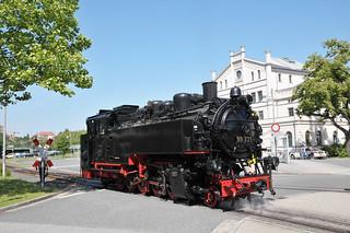Steam locomotive No. 99 731 runs around its train to Oybin Bf at Zittau Hbf on the Zittauer Schmalspurbahn.