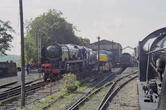 MN 35005 & S15 506 at Ropley Station, 31 Aug 2000 (Ian D Nolan) Tags: railway mhr station 35mm epsonperfectionv750scanner s15 460z 506 lswr sr 452z 35005 canadianpacific
