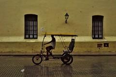 Habana Vieja - Convento de Nuestra Senora de Belen 2 (luco*) Tags: cuba la havana habana vieja rue street bicitaxis bici taxis bicycle bicyclette convento de nuestra senora belen jaune yellow amarillo fenêtre window flickraward flickraward5