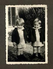 i gemelli a Vicenza - dicembre 1936 (dindolina) Tags: photo fotografia blackandwhite bw biancoenero monochrome monocromo vintage italy italia veneto vicenza garden giardino family famiglia history storia gemelli twins vignato 1936 1930s annitrenta thirties