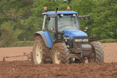 New Holland TM125 with a Reekie Bed Former (Shane Casey CK25) Tags: new holland tm125 tractor reekie bed former casenewholland newholland blue castletownroche traktor trekker traktori tracteur trator ciągnik sow sowing set setting drill drilling tillage till tilling plant planting crop crops cereal cereals county cork ireland irish farm farmer farming agri agriculture contractor field ground soil dirt earth dust work working horse power horsepower hp pull pulling machine machinery grow growing nikon d7200
