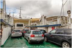 op de veerboot (Hetwie) Tags: nature natuur mountains clouds mist boat boot ferry water veerboot atlantischeoceaan farã¶er klaksvik bordoy faerã¶er faeröer fo faröer