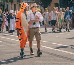 (CarbonNYC [in SF!]) Tags: 2017 bay2breakers baybaytobreakers carbonnyc peopleinphotoaddpeoplesfbay sf baytobreakers breakerscostumecostumesracerunn breakerscostumecostumesracerunnerrunnersrunning2017 costume costumes hat people race runner runners running carbonsf