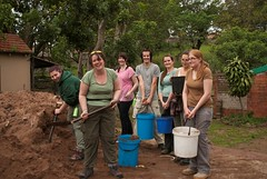 Ukuwela Conservancy volunteers helping at rehabilitation centre