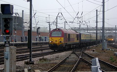 67027 Rising Star enters Doncaster with a railtour from Colchester to York, 23rd Sept 2006. (Dave Wragg) Tags: 67027 class67 ews risingstar skip doncaster railtour loco locomotive railway