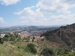 Δυτική άποψη της Λιβαδειάς και του κάστρου της. (Giannis Giannakitsas) Tags: λιβαδεια livadia livadeia βοιωτια greece grece griechenland viotia boeotia lebadeia λειβαδια λεβαδεια καστρο λιβαδειασ